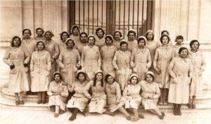 Primeres obreres de la Fàbrica de Tabacs de Tarragona, any 1932. Autor desconegut. Centre d'Imatges de Tarragona / L'Arxiu